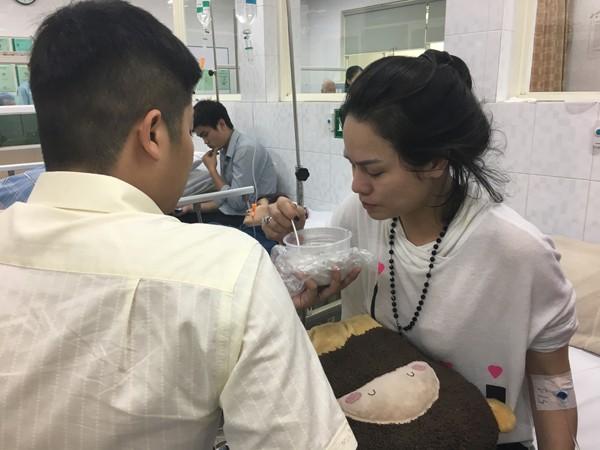 Nhật Kim Anh co giật và ngất xỉu trên chuyến bay từ Mỹ về ảnh 3