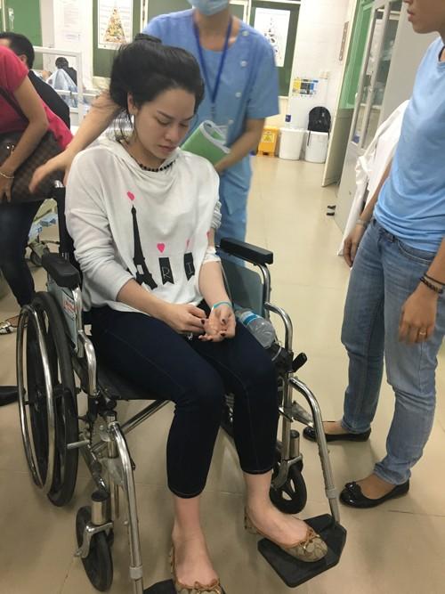 Nhật Kim Anh co giật và ngất xỉu trên chuyến bay từ Mỹ về ảnh 4