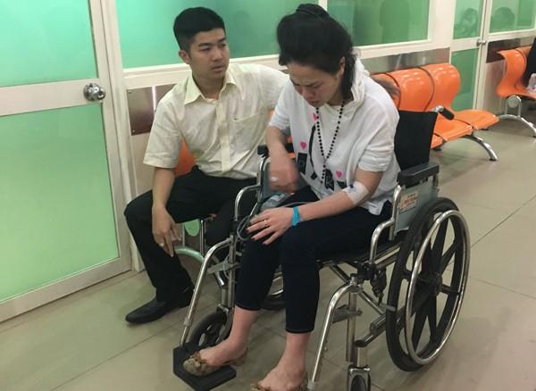 Nhật Kim Anh co giật và ngất xỉu trên chuyến bay từ Mỹ về ảnh 5