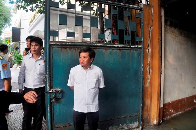 Khách sạn 5 sao New World bị đập bỏ bậc tam cấp lấn vỉa hè ảnh 11