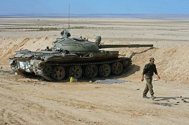 Hàng loạt xe tăng thời Liên Xô tham chiến ở Syria ảnh 2