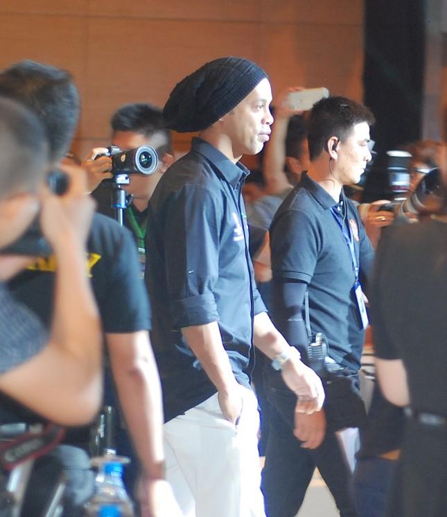 Ronaldinho lần thứ 2 đến Việt Nam ảnh 1