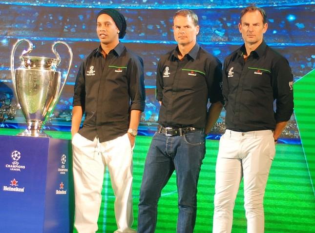 Ronaldinho lần thứ 2 đến Việt Nam ảnh 4