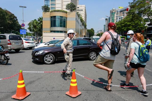 Giao thông trung tâm Sài Gòn rối tung ngày đầu phân luồng ảnh 10