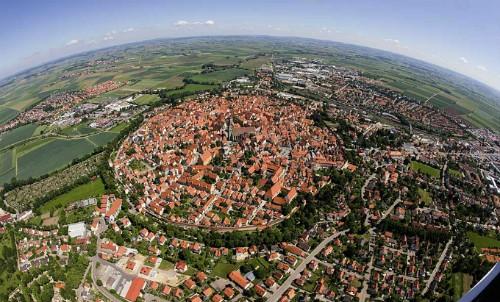 Thị trấn nổi tiếng vì chứa 72.000 tấn bụi kim cương ảnh 1