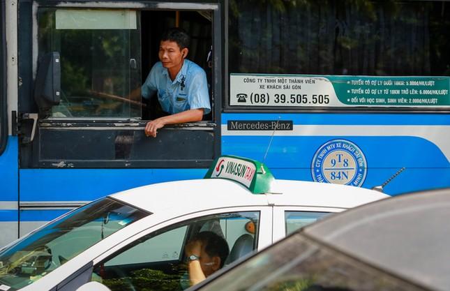 Giao thông trung tâm Sài Gòn rối tung ngày đầu phân luồng ảnh 5