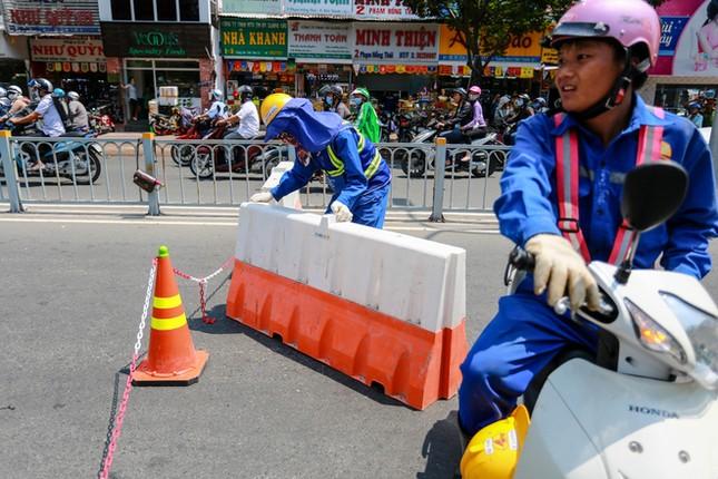 Giao thông trung tâm Sài Gòn rối tung ngày đầu phân luồng ảnh 6