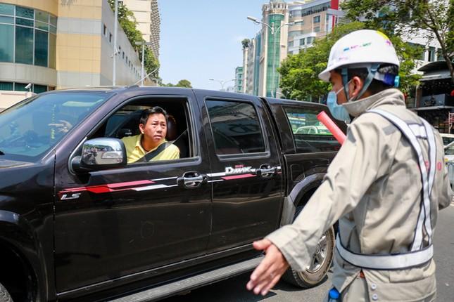 Giao thông trung tâm Sài Gòn rối tung ngày đầu phân luồng ảnh 7