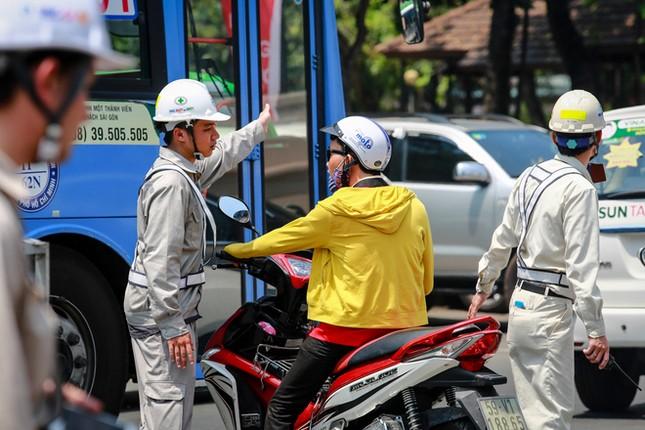 Giao thông trung tâm Sài Gòn rối tung ngày đầu phân luồng ảnh 8