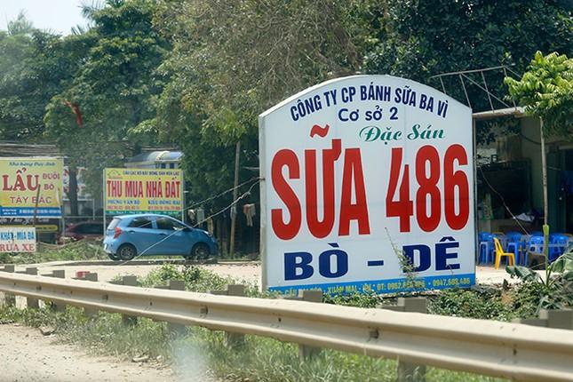 Tận thấy biển quảng cáo 'nuốt chửng' vỉa hè ở Hà Nội ảnh 5