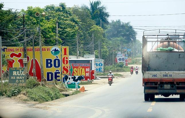 Tận thấy biển quảng cáo 'nuốt chửng' vỉa hè ở Hà Nội ảnh 7