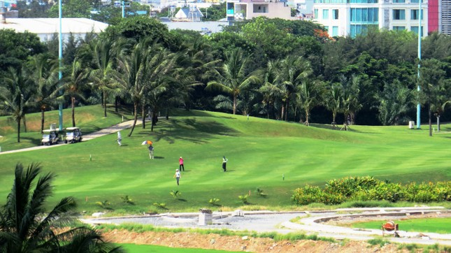 Bên trong sân golf sát đường băng Tân Sơn Nhất ảnh 4