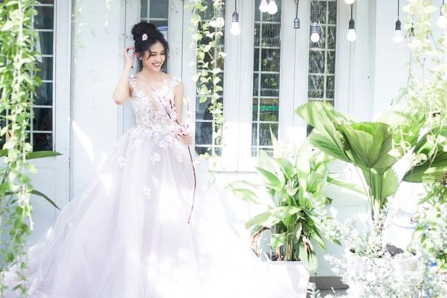 Á hậu Thanh Tú đẹp mê hồn trong bộ ảnh cô dâu ảnh 9