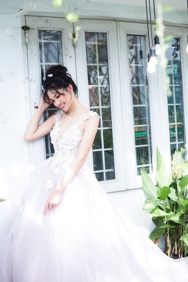 Á hậu Thanh Tú đẹp mê hồn trong bộ ảnh cô dâu ảnh 11