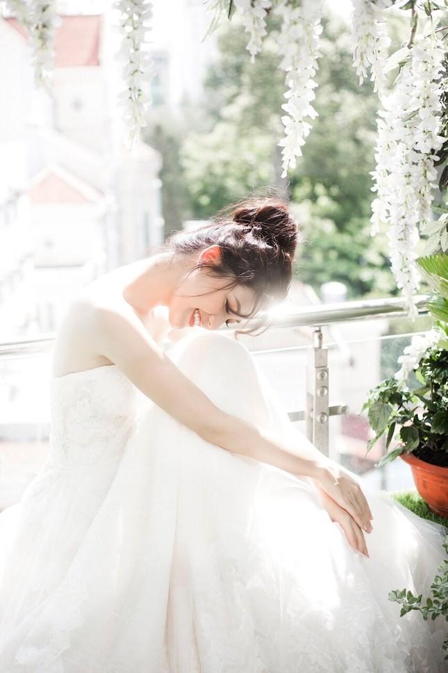 Á hậu Thanh Tú đẹp mê hồn trong bộ ảnh cô dâu ảnh 1