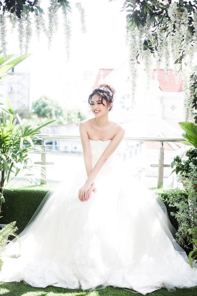 Á hậu Thanh Tú đẹp mê hồn trong bộ ảnh cô dâu ảnh 3