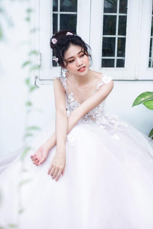 Á hậu Thanh Tú đẹp mê hồn trong bộ ảnh cô dâu ảnh 6