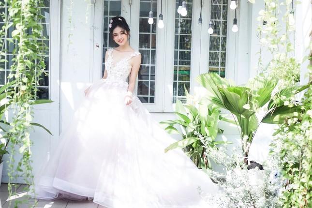 Á hậu Thanh Tú đẹp mê hồn trong bộ ảnh cô dâu ảnh 8