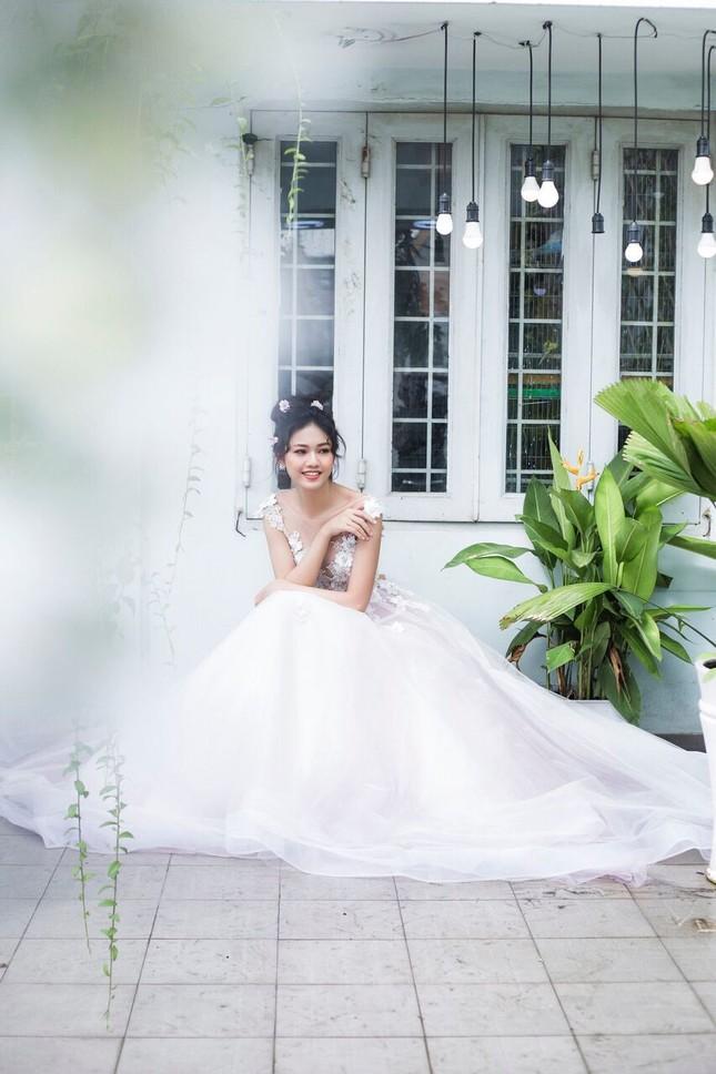 Á hậu Thanh Tú đẹp mê hồn trong bộ ảnh cô dâu ảnh 13