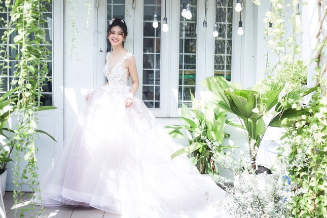 Á hậu Thanh Tú đẹp mê hồn trong bộ ảnh cô dâu ảnh 12