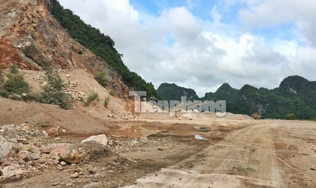 Cận cảnh bãi khai thác 'xẻ thịt' núi đá vịnh Hạ Long ảnh 3