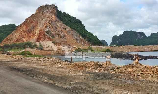 Cận cảnh bãi khai thác 'xẻ thịt' núi đá vịnh Hạ Long ảnh 4