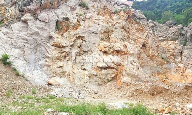 Cận cảnh bãi khai thác 'xẻ thịt' núi đá vịnh Hạ Long ảnh 6