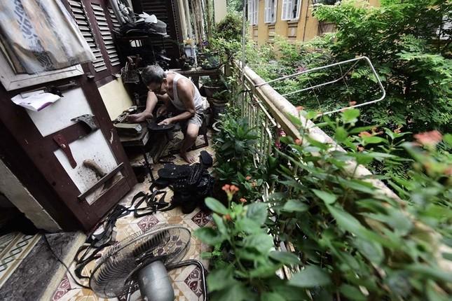 Người đàn ông làm dép cao su độc nhất ở Hà Nội ảnh 5