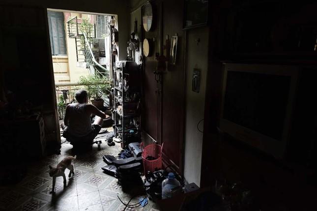 Người đàn ông làm dép cao su độc nhất ở Hà Nội ảnh 9