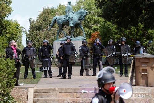 Bức tượng đại tướng châm ngòi cho cuối tuần bão tố ở thành phố Mỹ ảnh 2
