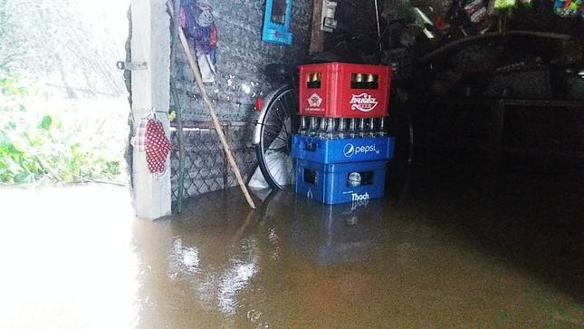Thủy điện cấp tập xả nước, thành phố Huế bị lũ lụt bủa vây ảnh 2