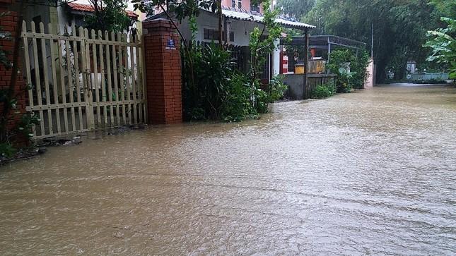 Thủy điện cấp tập xả nước, thành phố Huế bị lũ lụt bủa vây ảnh 3