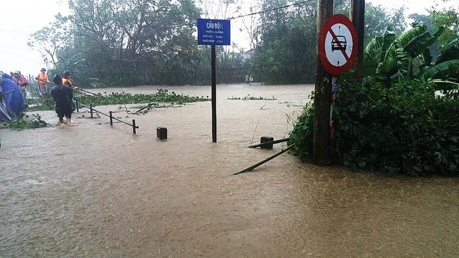 Thủy điện cấp tập xả nước, thành phố Huế bị lũ lụt bủa vây ảnh 6