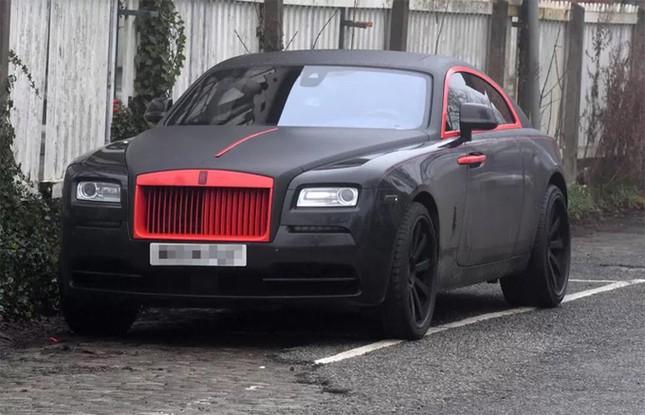 Lukaku khoác áo đấu M.U cho siêu xe Rolls Royce Ghost ảnh 1