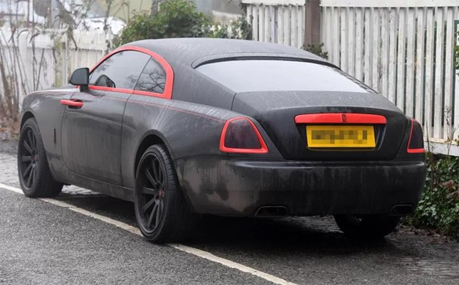 Lukaku khoác áo đấu M.U cho siêu xe Rolls Royce Ghost ảnh 2