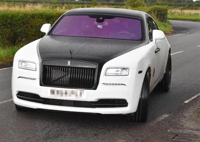 Lukaku khoác áo đấu M.U cho siêu xe Rolls Royce Ghost ảnh 3