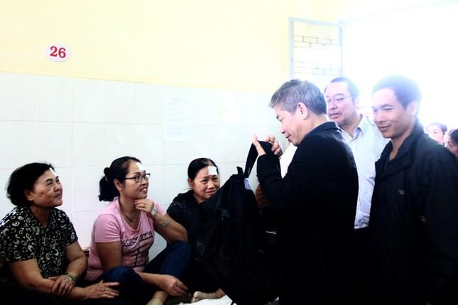 Bác sĩ Nhật phẫu thuật mắt miễn phí cho người nghèo ảnh 3