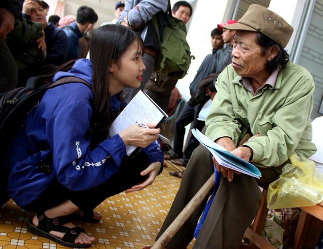 Bác sĩ Nhật phẫu thuật mắt miễn phí cho người nghèo ảnh 2