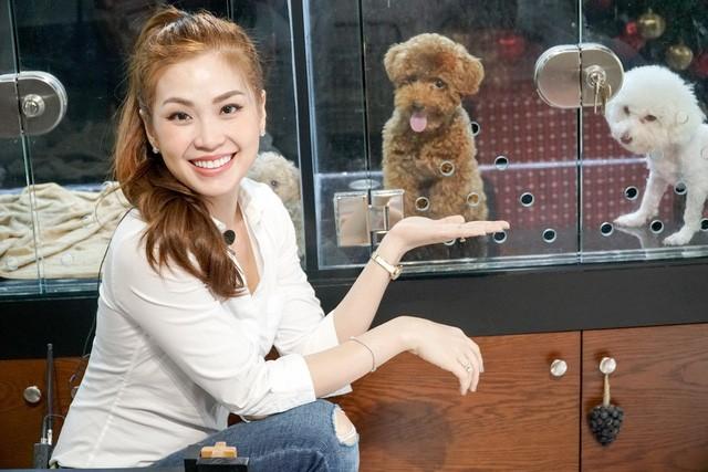 Á hậu Diễm Trang lên sóng VTV, về chung 'nhà' với BTV Thúy Hằng ảnh 3