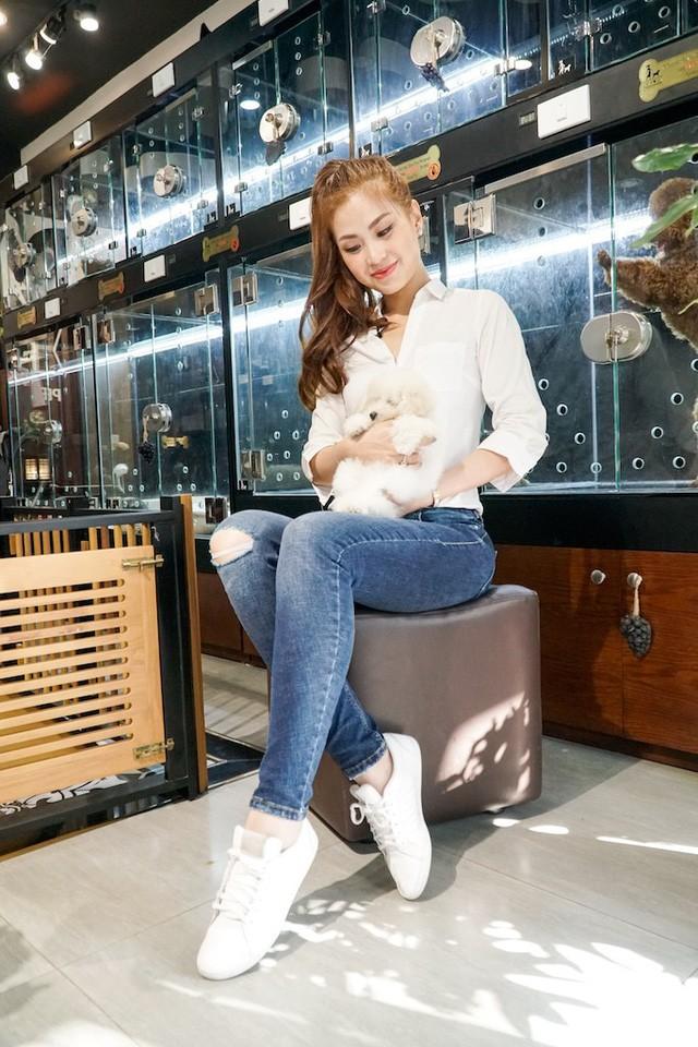 Á hậu Diễm Trang lên sóng VTV, về chung 'nhà' với BTV Thúy Hằng ảnh 5