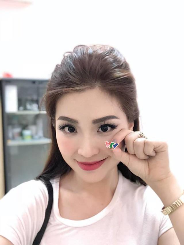 Á hậu Diễm Trang lên sóng VTV, về chung 'nhà' với BTV Thúy Hằng ảnh 1