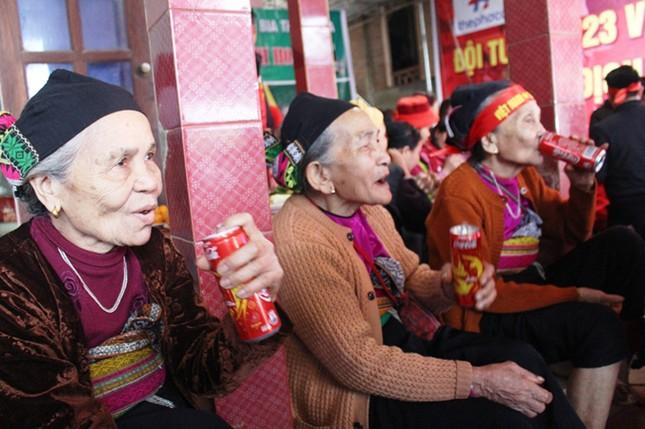 Làng Bào rộn ràng sắc đỏ cổ vũ U23 Việt Nam ảnh 2