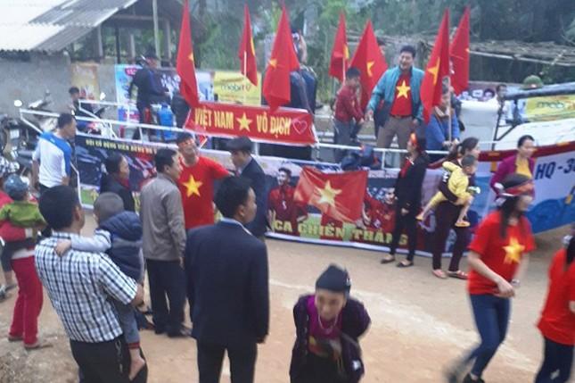 Làng Bào rộn ràng sắc đỏ cổ vũ U23 Việt Nam ảnh 3