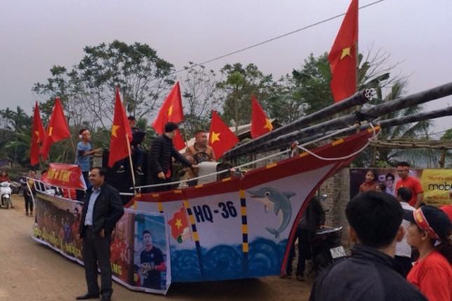 Làng Bào rộn ràng sắc đỏ cổ vũ U23 Việt Nam ảnh 4