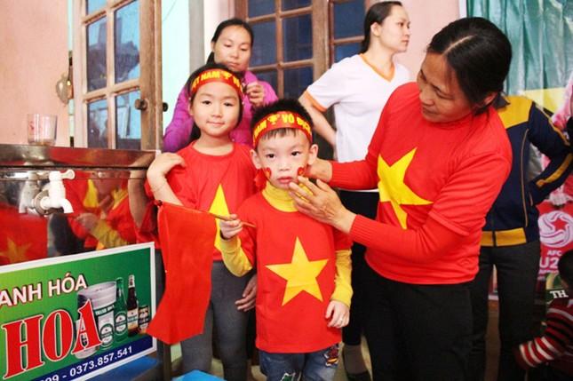 Làng Bào rộn ràng sắc đỏ cổ vũ U23 Việt Nam ảnh 5
