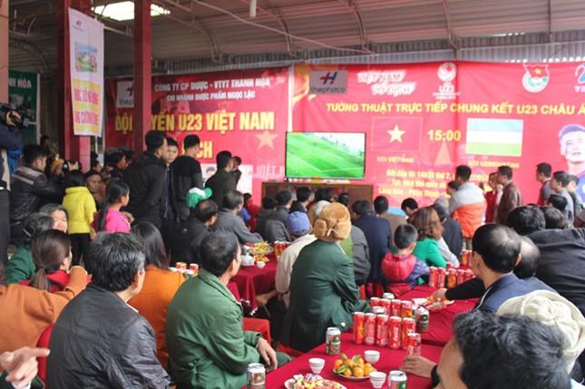 Làng Bào rộn ràng sắc đỏ cổ vũ U23 Việt Nam ảnh 6