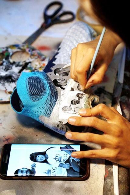 Nữ họa sỹ trẻ đổi đời nhờ vẽ giày tặng Messi ảnh 3