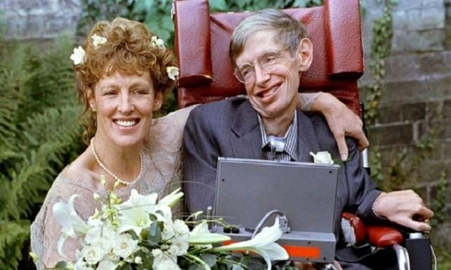 Những dấu mốc trong cuộc đời ông hoàng vật lý Stephen Hawking ảnh 4