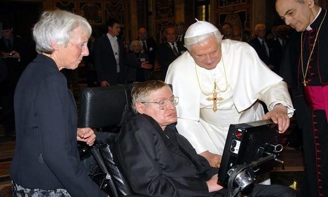 Những dấu mốc trong cuộc đời ông hoàng vật lý Stephen Hawking ảnh 6