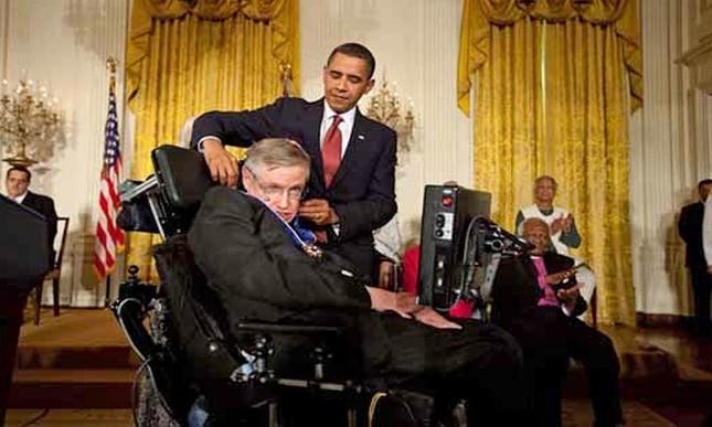 Những dấu mốc trong cuộc đời ông hoàng vật lý Stephen Hawking ảnh 7